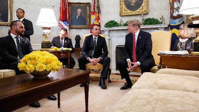 Bolsonaro cogita indicar o filho para ser embaixador nos EUA
