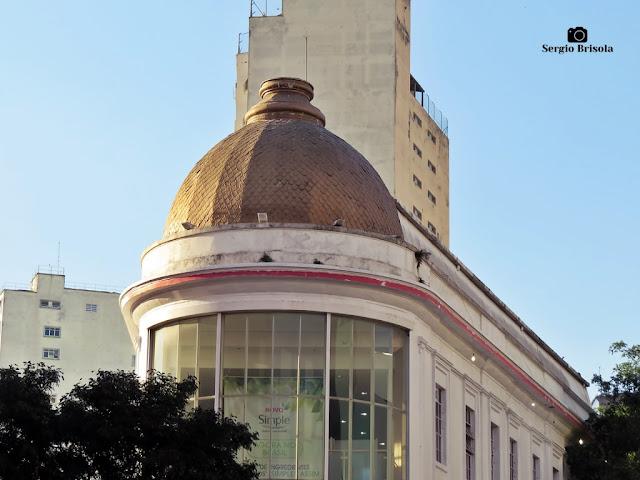 Close-up do domo de uma antiga edificação na Avenida da Liberdade - Liberdade - São Paulo