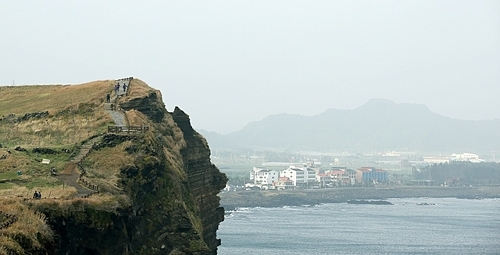 Hiking routes for sightseeing on Jeju Island