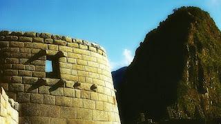 Templo do Sol de Machu Picchu: Janela por Onde  Entra o Sol no Solstício de Inverno