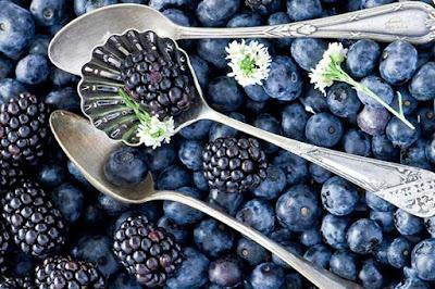 فوائد الفواكه الزرقاء والبنفسجية
