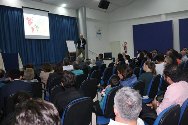Campo Mourão: Douglas Fabrício participa de fórum sobre o Turismo