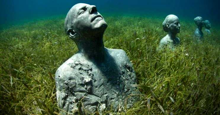 Grenada su altı heykelleri gerçek boyutlarda insan heykellerinden oluşmaktadır.