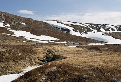 Północny Punkt Widzenia: Moja własna Śnieżka. Zamarznięte jezioro w drodze na Haldde.