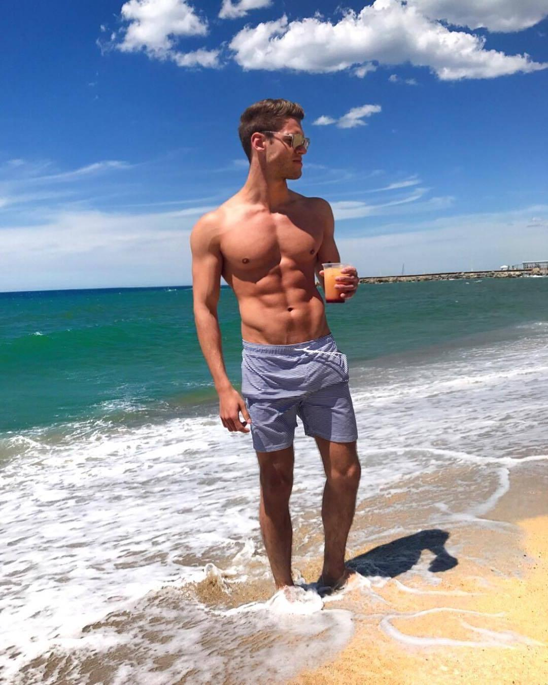great-beach-body-shirtless-fit-boys-abs-drinks-shades