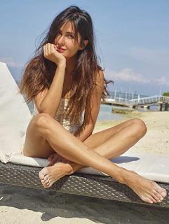 Katrina kaif hot Selfie Pose