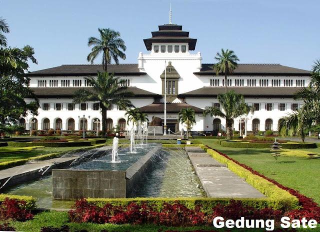 Tempat Wisata Di Bandung Gedung Sate