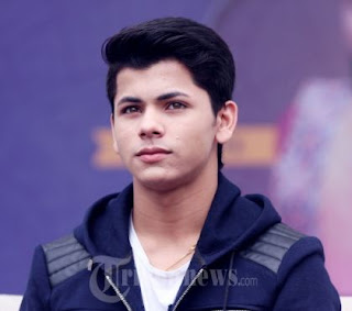 Siddharth Nigam Family Wife Son Daughter Father Mother Marriage Photos Biography Profile.