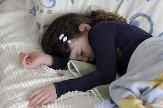"""""""Pokonani przez życie"""" - dokument o dzieciach uchodźców dotkniętych syndromem rezygnacji"""