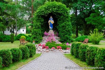 Figura Matki Bozej w ogrodzie palacowym w Topolnie. Kult Maryjny. Historia doliny dolnej Wisly.