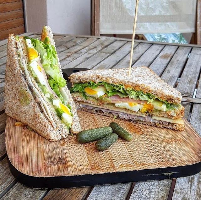 Club sandwich healthy et sa sauce fumée Charlotte and cooking