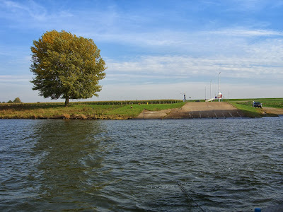 Water, gezien vanaf de pont.