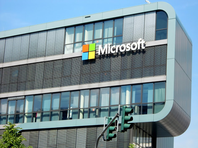 Microsoft to lay off 700 employees next week and 2850 people by June 2017