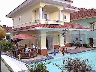 villa cipanas tampak depan