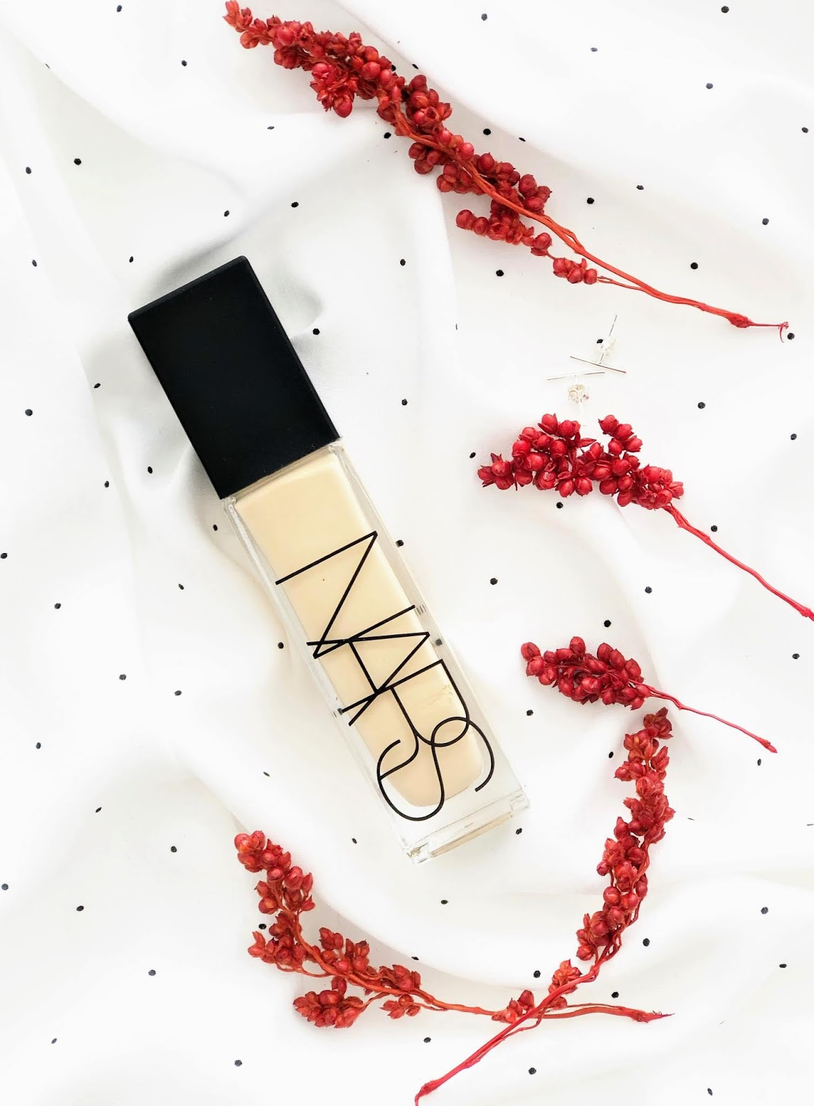 zolty-podklad-NARS-Natural-Radiant-Longwear-opinie
