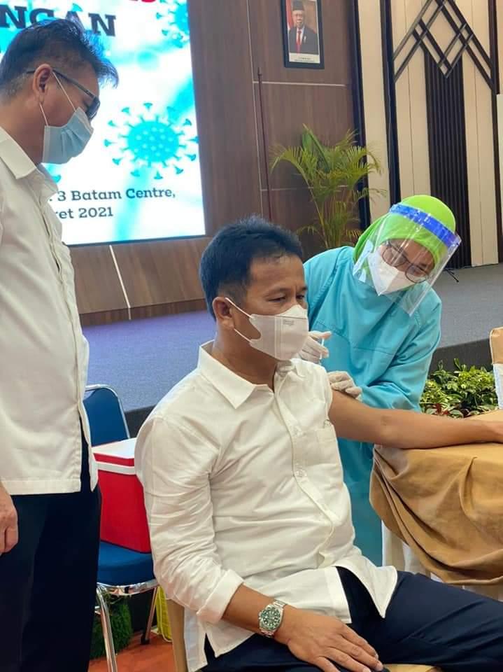 Disuntik Vaksin Covid-19,  Kepala BP Batam Harapkan Ekonomi Batam Pulih
