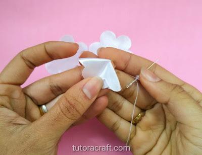 flor de tecido branca passo a passo 19