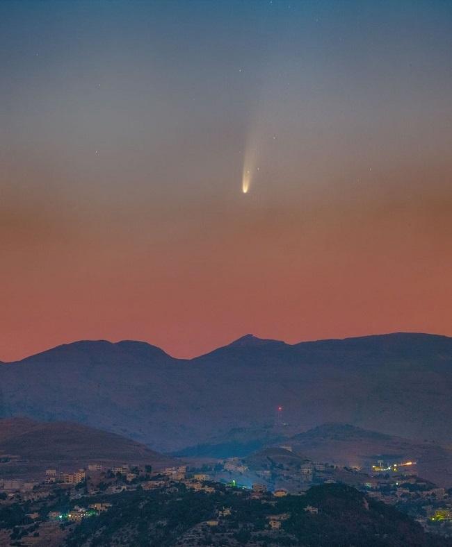Cometa Neowise fotografado no céu do Líbano/Reprodução
