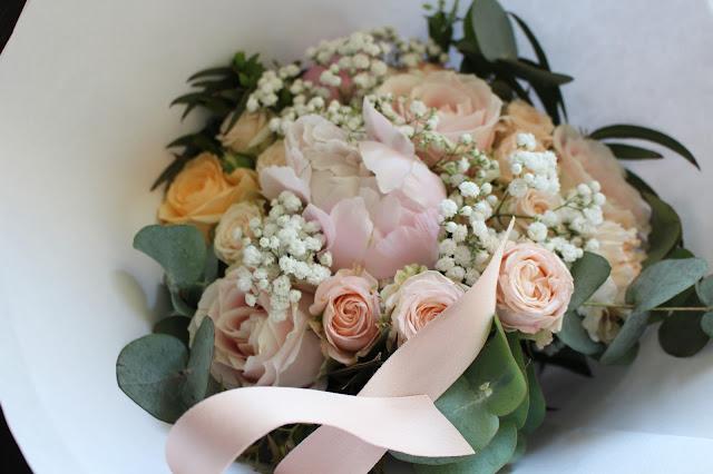 Fleuriste mariage Lyon, bouquet de mariée, pivoines, gypsophile