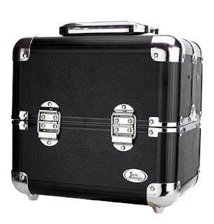 https://www.maquiadoro.com.br/maleta-de-aluminio-profissional-para-maquiagem-p-preta-jpc21343-jacki-design-p1021948
