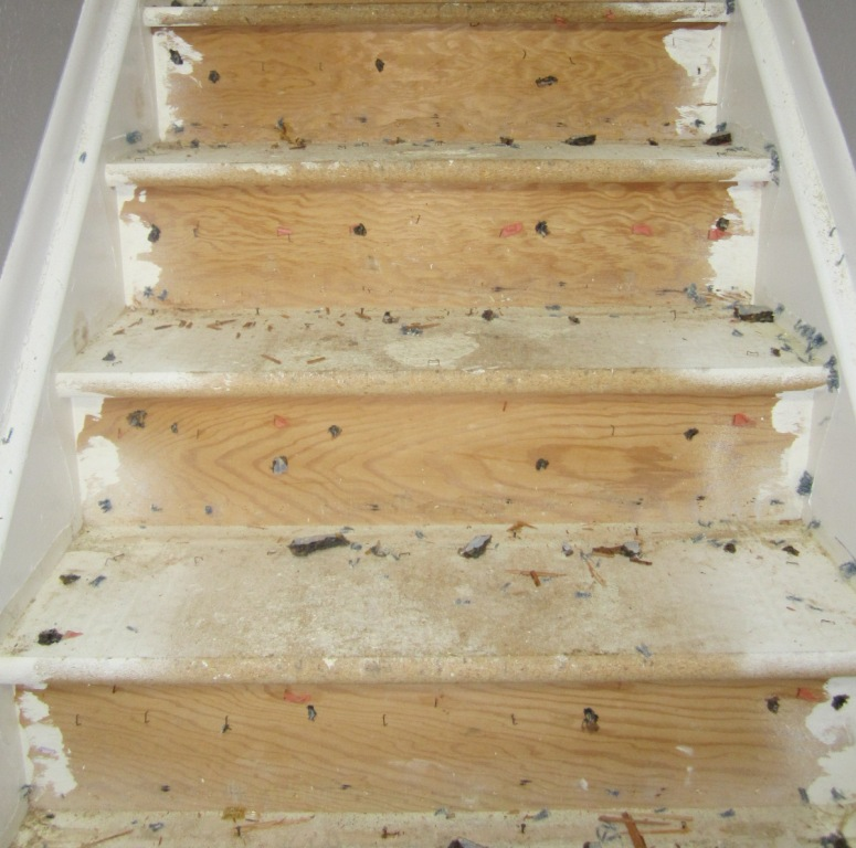 How To Prepare Wood Trim For A Smooth Wood Paint Job: GIY: Goth It Yourself: Stairwell Redo