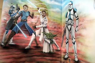 Malowanie pokoju chłopca, grafitti w Gwiezdne wojny, aranżacja ścian w pokoju dziecięcym, grafika na ścianie