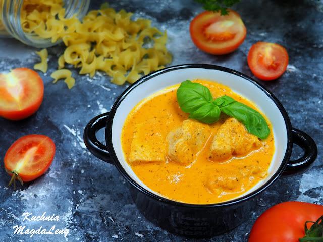 Kurczak w sosie z pieczonych pomidorów z czosnkiem