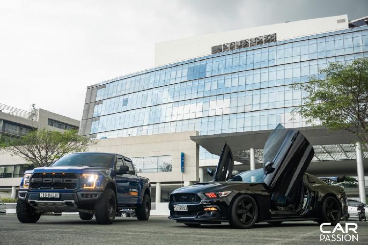 Cận cảnh bộ đôi Ford Mustang GT và F-150 Raptor gần 7 tỷ tại Sài Gòn