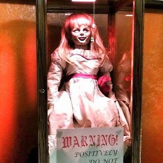 Mengisahkan anak dari Ed Warren dan Lorraine Warren yang mendapat terror dari boneka Annabelle yang menjadi jembatan bagi arwah penasaran untuk datang kedunia manusia dan mengusiknya.