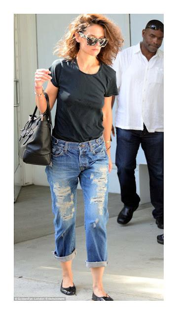 Более прилегающие джинсы бойфренды на фигуре груша