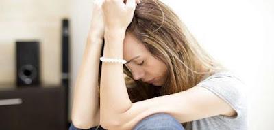 كيف انسى شخص جرحني  فتاة بنت امرأة حزينه تبكى على الحبيبها الحب woman girl sad crying