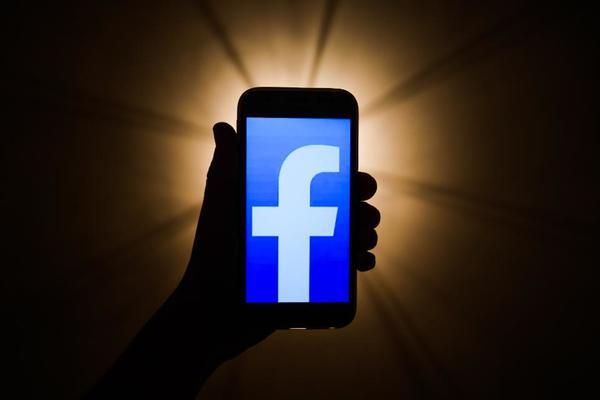 بالصورة: فيسبوك يطلق ميزة جديدة لتنبيه المستخدمين حول المصادر القديمة