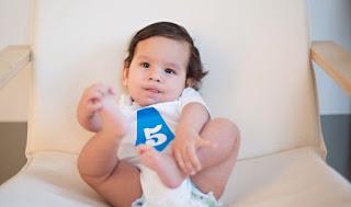 Tumbuh Kembang Bayi Usia 5 Bulan