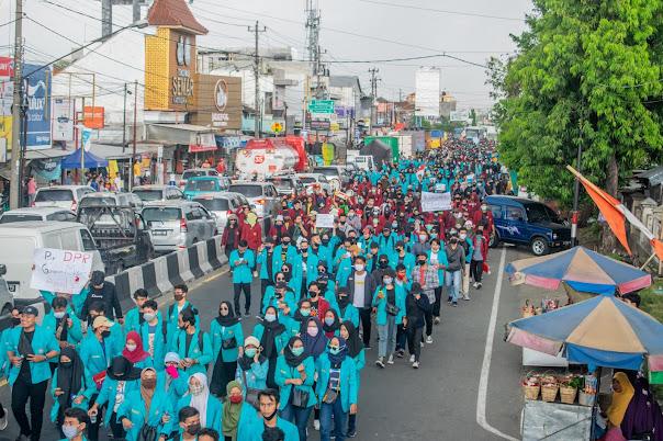 Gabungan Pelajar dan Buruh Solo Serukan Pembatalan Omnibus Law