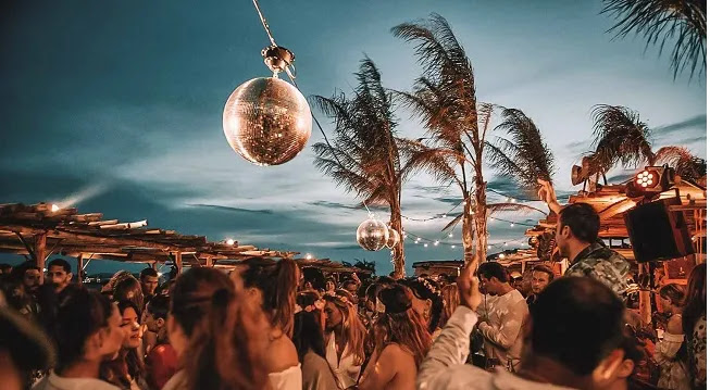 «Χαριστική βολή» στον τουρισμό - Απαγόρευση νυχτερινής κυκλοφορίας και μουσικής στην Μύκονο!