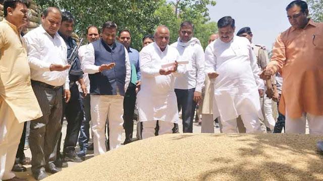 Minister of State, Karan Dev Kamboj visited Palwal, Aurangabad and Hoodl's Anaj Mandi on Monday.