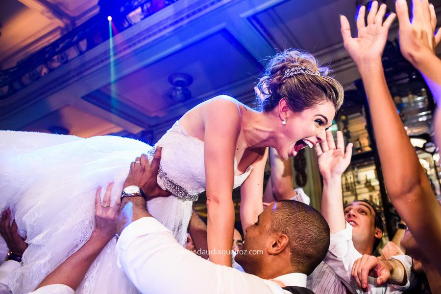 Casamento na Igreja São José + Confeitaria Colombo - Tainá e Rodrigo
