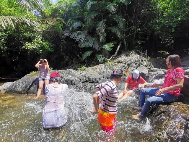 มาเที่ยวน้ำตกที่อุทยานแห่งชาติน้ำตกคลองอก้ว กางเต็นท์ ชมน้ำตกสวยๆ และยังสามารถลงไปเล่นน้ำได้ใสๆได้ด้วย