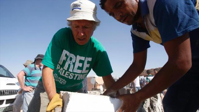 Activistas reconstruyen casas palestinas destruidas por Israel