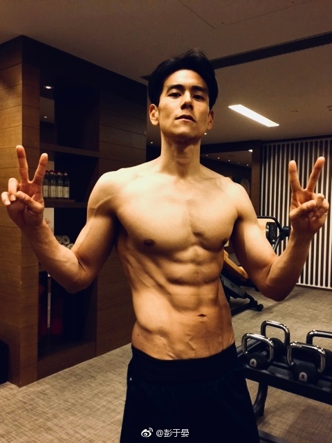 Eddie Peng shirtless photo