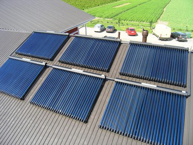 المجمعات الشمسية التي تقوم بتسخين الماء