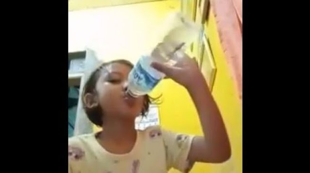 Viral Video Bocah Minum Air Berisi Ikan Cupang, Endingnya Bikin Ngakak