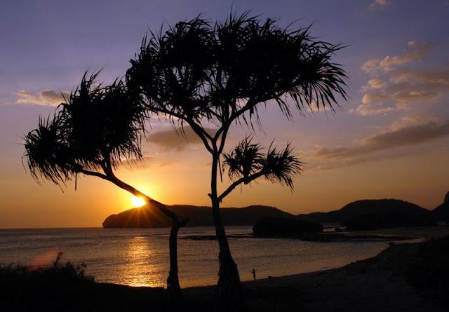 Pantai Sekongkang Sumbawa