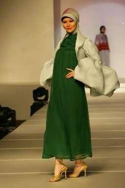 Desain dress hamil muslim untuk pesta