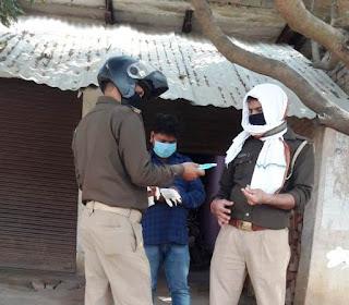 जौनपुर : झोलाछाप डॉक्टर की क्लीनिक को पुलिस ने कराया बन्द