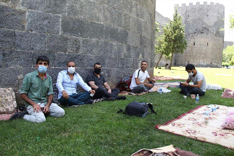 Diyarbakır'da haklarını aramak isteyen fabrika çalışanları işten çıkarıldı