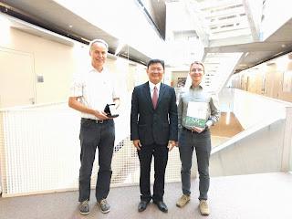 Chụp với GS Kueng và GS Mayerhofer, ĐH JKU, Linz