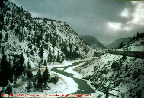 Canyons enormes ao longo Colorado