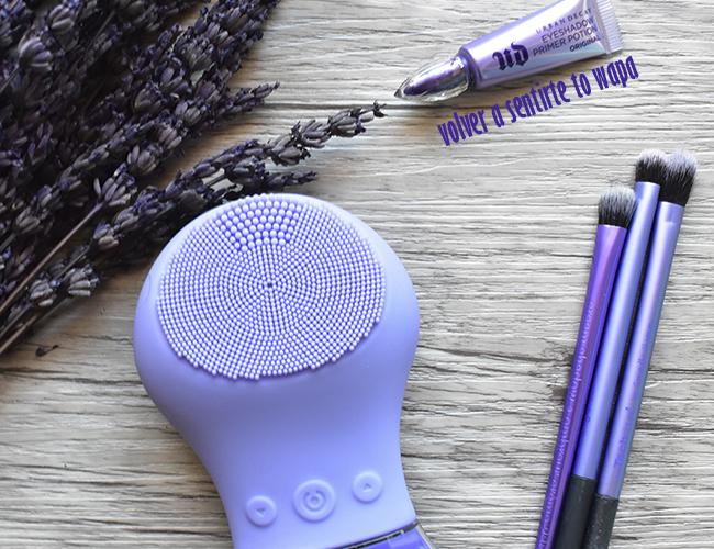 Productos de cosmética y maquillaje del color del año Ultraviolet