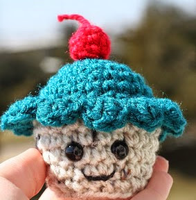 http://www.craftleftovers.com/patterns/cupcakemoscot.pdf